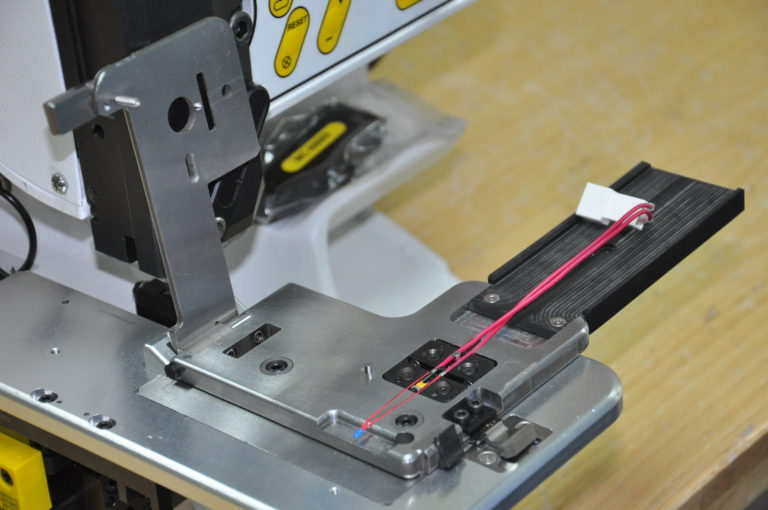 Customized quick-change jig for splicing